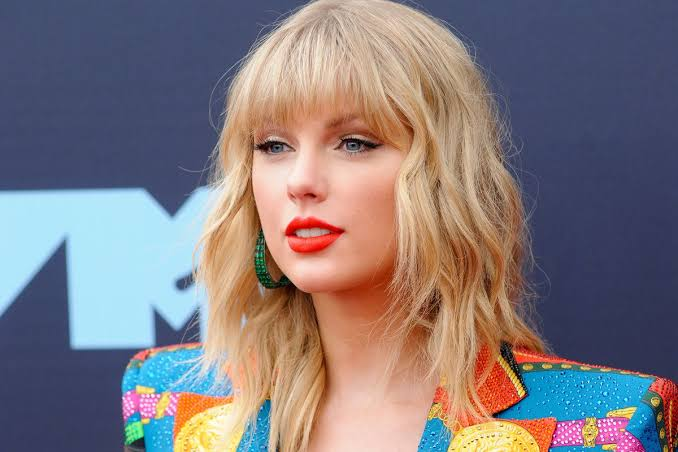 Taylor Swift Folklore: Reflections of a lonely sad woman